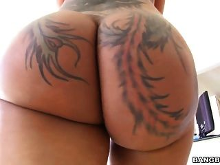 벨라 bellz 그녀의 큰 엉덩이에 검은 수탉을 소요