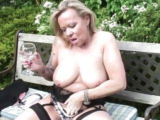 성숙한 매춘부 어머니와 아내가 목 말라있는 음부로