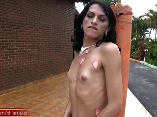 tranny blowjobs 그녀의 큰 거시기와 정액