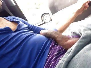 자동차에서 str8 흑인 남자 스트로크