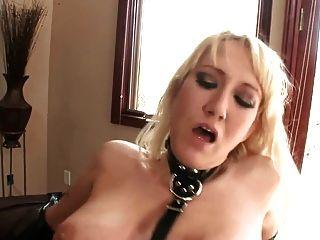 반짝이는 라텍스 속옷과 장갑의 알라나 섹스