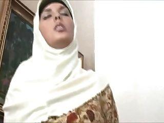 hijab의 muslima는 충격적인 시체를 가지고 있고, 성교를 좋아한다.