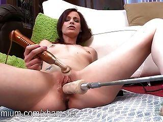 그녀의 젖은 음부와 기계를 망할 재스민 울프