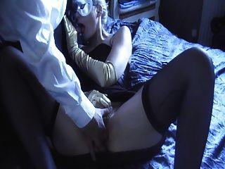 실크 블랙 새틴 가운, 팬티 및 장갑
