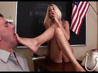 교사는 발 노예가된다.