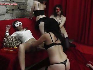 숙녀 파티는 야생 레즈비언 오지로 변한다.