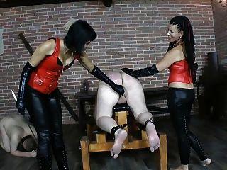2 명의 노예 2 노예 2 채찍