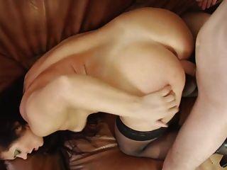 섹시한 엄마 섹스는 그들의 어린 장난감 소년