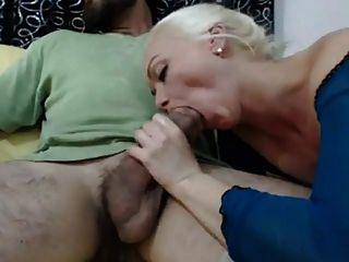 뜨거운 금발 아내가 큰 아랍 거시기를 사랑해.