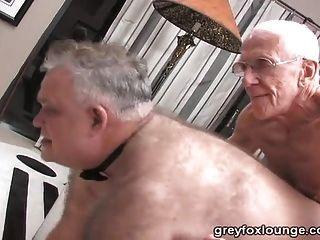 2 명의 노인과은 아빠