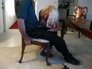 피자 배달 남자가 내 아내를 먹는다.