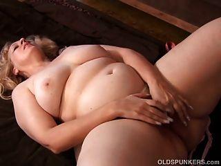 슈퍼 섹시한 성숙한 금발 bbw는 매우 뜨거운 섹스