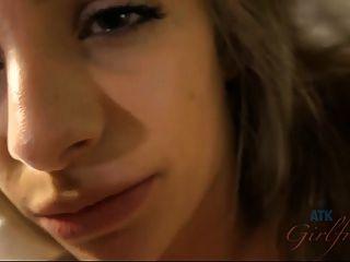 키미 그랜저가 입 안에서 질내 사정하게 해.
