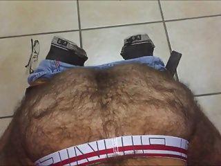구두 곰 주인은 털이 슬레이브 엉덩이를 낳습니다