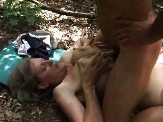 호색한 할머니는 나무꾼에 의해 좆