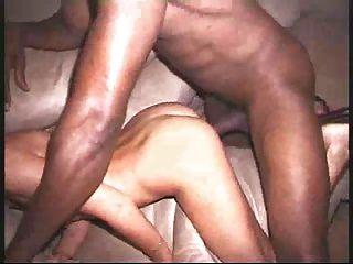 괴물 흑인 schlong은 얇은 블론디 아내를 파괴