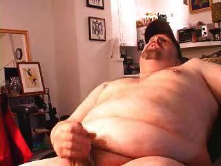 뚱뚱한 곰 아빠가 빠져 나간다.