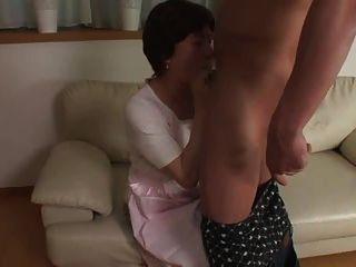 할머니 75 세