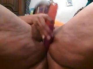 검은 bbw 그녀의 음부와 놀고 때까지 그녀 squirts
