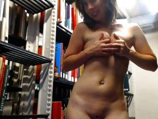 벌거 벗은 도서관