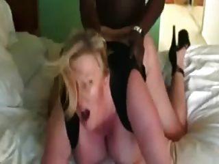 bbw의 유부녀 창녀는 똥꼬 \u0026 엉덩이에 검은 고기를 얻습니다.