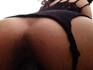 섹시한 Latina 섹스가 거대한 딜도 라구 딜도