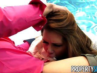 propertysex abby cross는 장난 꾸러기의 부동산 중개인입니다.