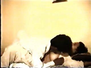 인도의 milf와 그녀의 섹시한 남편 (행동 시작 10 분)