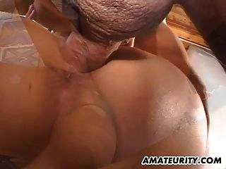큰 가슴을 가진 아마추어 여자 친구가 정액을 빨고 섹스를합니다.