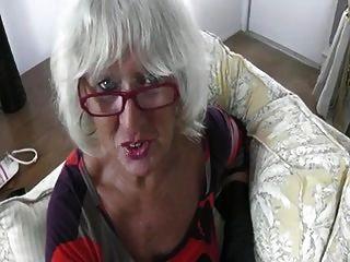 회색 할머니는 거시기를 처리