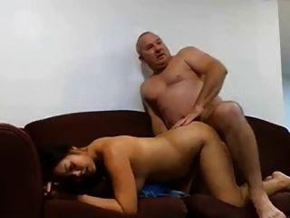 성숙한 남자가 그의 여자를 성교