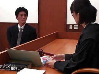 법정에서 섹스해야만하는 아시아 변호사 02