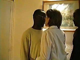 빅토리아, 3 흑인으로 눈을 가리는 프랑스 부인, 1 부