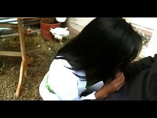 남편이 집에없는 동안 콜롬비아 아내는 성교한다.
