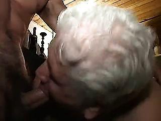 젊은 녀석들과 할머니 1