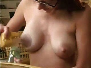 아내 milf 수유 긴 젖꼭지 유방 펌프 lactating