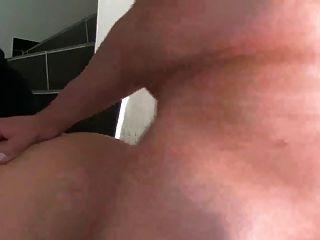 그녀의 엉덩이에로드