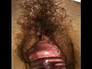 미친 아내 클레어는 그녀의 젖은 털이 음부에 딜도 라구 딜도를 얻습니다.