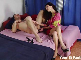 엉덩이 플러그로 너의 엉덩이를 훈련시켜야 해.