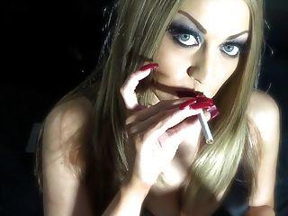 빨간색 손톱 흡연