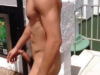 str8 남자 누드와 호텔 수영장에서 수사슴