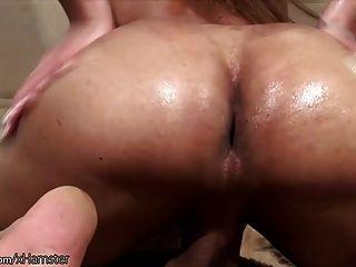 bigtitted tranny는 큰 엉덩이와 누더기를 누그러 질 때까지 퍼트립니다.