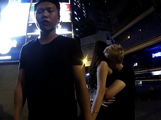 알파 백인 남성은 중국 여자와 만든다.