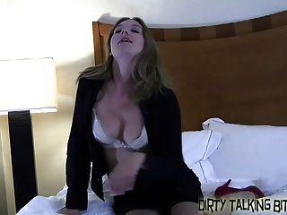 4 명의 섹시한 여자애들이 너를 감시하고 싶어한다.