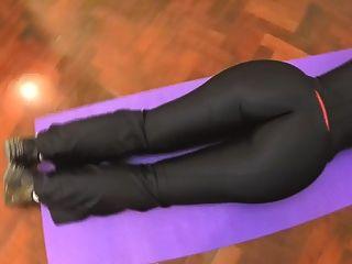 최고의 엉덩이 2015!검은 bodysuit에서 밖으로 작동합니다.피오나 즐기기!