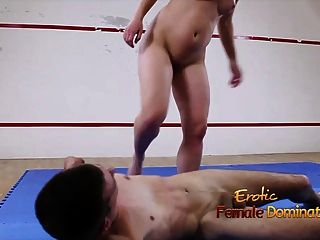 섹스 레슬링 싸움은 강아지 씨발로 이어지는