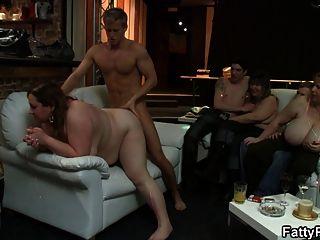 파티 섹스와 busty plumper와 주먹