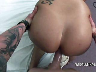 curvy milf rosario stone은 그녀의 라틴계 엉덩이에 질내 사정을합니다.
