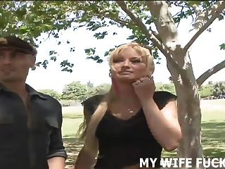 당신이 아내가 커다란 수컷의 포르노 스타에 의해 망할 것을 지켜보십시오.