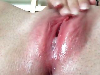 너에게 젖은 분홍색을 보여 주겠다.